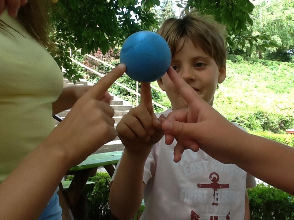 2 nap_PIQ 3 pillére labdával3