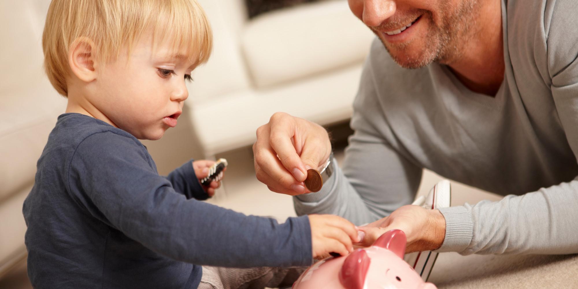 Hogyan vegyem rá a gyermekem, hogy érdekelje a pénz?